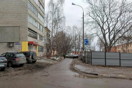 Застройщика гостиницы на Мануфактурной оштрафуют за неубранный забор