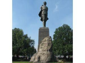 Работы по реставрации памятника Горькому стартовали в Нижнем Новгороде