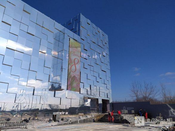 Первый павильон Нижегородской ярмарки превратили в зеркальные кубоиды - фото 9