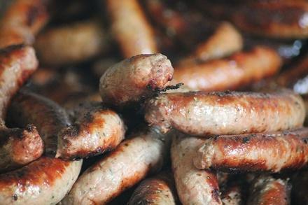 Росконтроль назвал марки колбасок для гриля, которыми можно отравиться