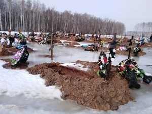 «Гробы скоро всплывут»: в Арзамасе затопило кладбище