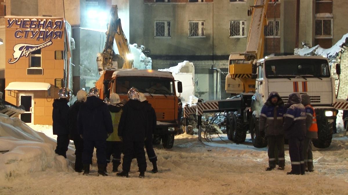 Пять человек пострадали при взрыве на Мещере в Нижнем Новгороде - фото 1