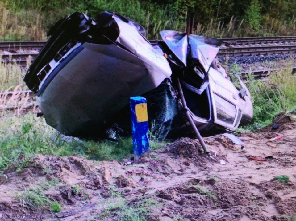 Автомобиль вылетел с моста в Выксунском районе - фото 1