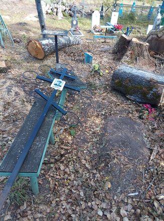 Соцсети: кресты и надгробья оказались разрушенными после благоустройства на кладбище в Лукояновском районе - фото 4