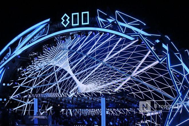 Огонь, вода и звезды эстрады: Как прошло гала-шоу 800-летия Нижнего Новгорода - фото 49
