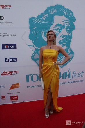 Маски на красной дорожке: звезды кино приехали на «Горький fest» в Нижний Новгород - фото 90