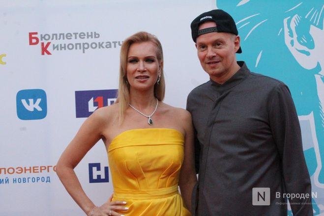 Маски на красной дорожке: звезды кино приехали на «Горький fest» в Нижний Новгород - фото 104