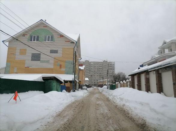 Территории у детских садов и поликлиник в Советском районе завалены снегом - фото 3