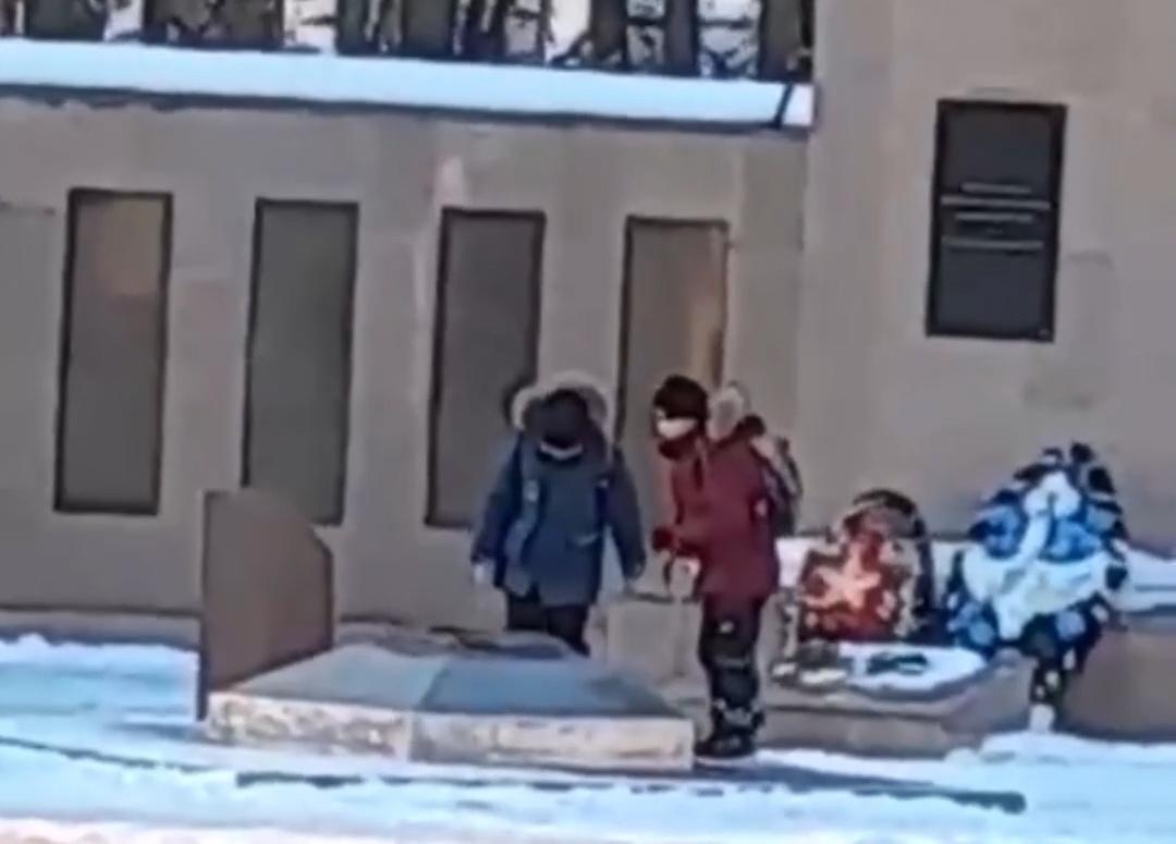 Администрация заверила, что дети не потушили Вечный огонь в Лыскове - фото 1