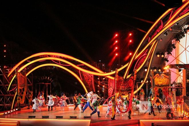 Огонь, вода и звезды эстрады: Как прошло гала-шоу 800-летия Нижнего Новгорода - фото 40