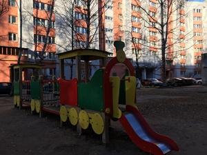 На детской площадке на улице Строкина появилось освещение