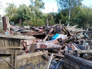 Работника завалило насмерть рухнувшей стеной дома в Починковском районе