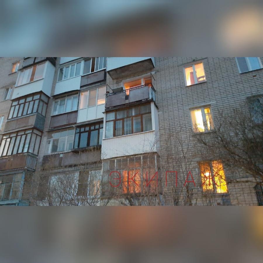 Двухлетний ребенок выпал из окна третьего этажа в Дзержинске - фото 1