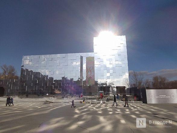 Первый павильон Нижегородской ярмарки превратили в зеркальные кубоиды - фото 10